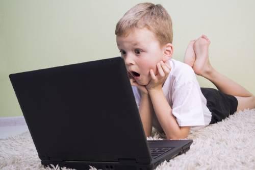 Descubre estos 5 peligros que esconde Internet y protege a tus hijos