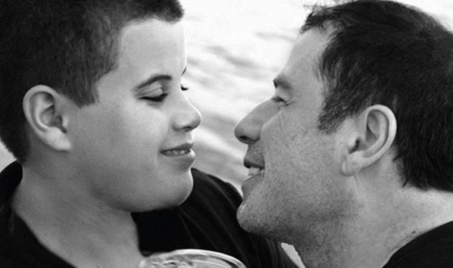 7 años después de la muerte de su amado hijo. john travolta publica revelado..