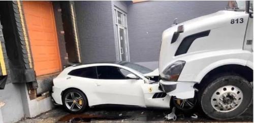 Lo echaron del trabajo y aplasto el auto millonario de su jefe