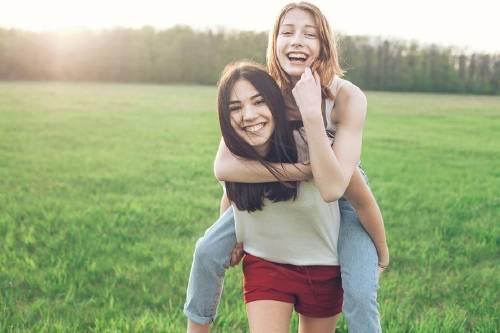 Confirmado: Tener una hermana que habla demasiado brinda un efecto antidepresivo