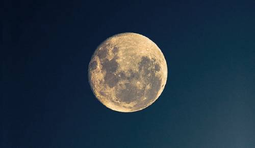 Si estos días te costó dormir, es muy probable que la razón sea la luna