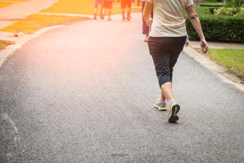 ¿Sabes cuántos minutos debes caminar para perder peso?