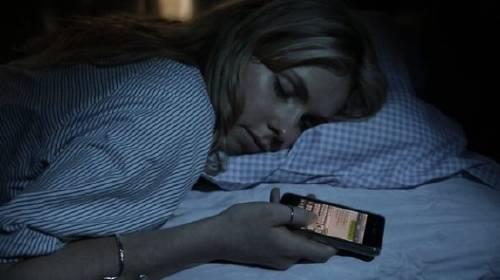 Conoce el impacto que le ocasionas a tu cerebro al usar  tu celular antes de d..