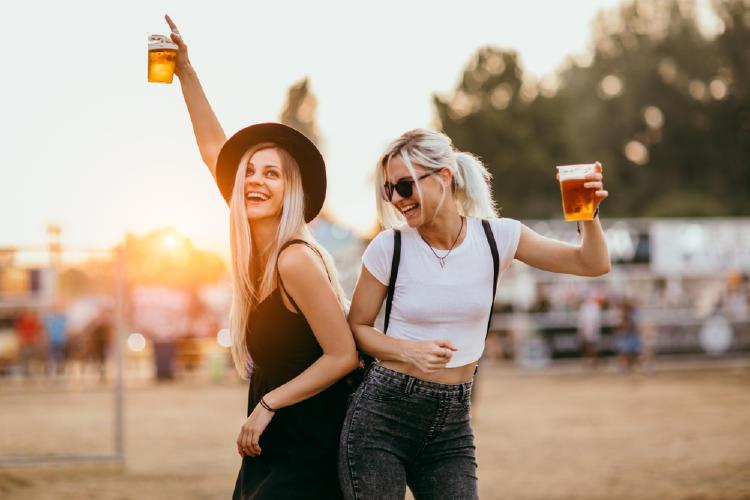 cerveza mujeres amigas