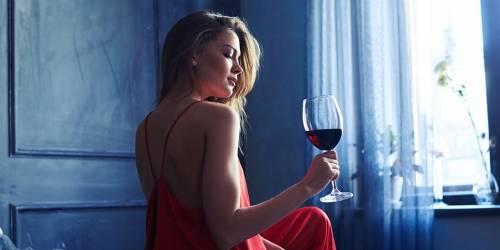 Investigación revela que puedes adelgazar si tomas vino antes de ir a dormir