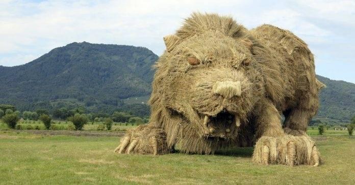 12+ fotos de animales gigantes hechos de paja en japón