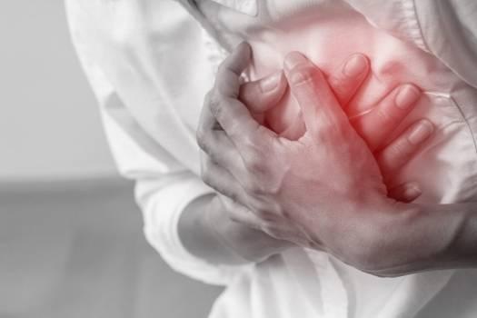 El cuerpo avisa un mes antes de un infarto: síntomas ocultos que debes conocer