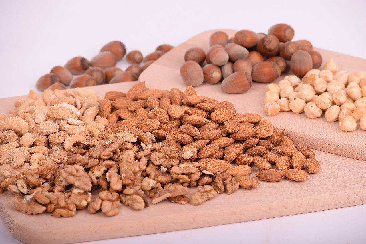nuts-3248743_1280