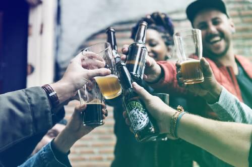 Tomar alcohol y no tener resaca ya es posible gracias a esta bebida