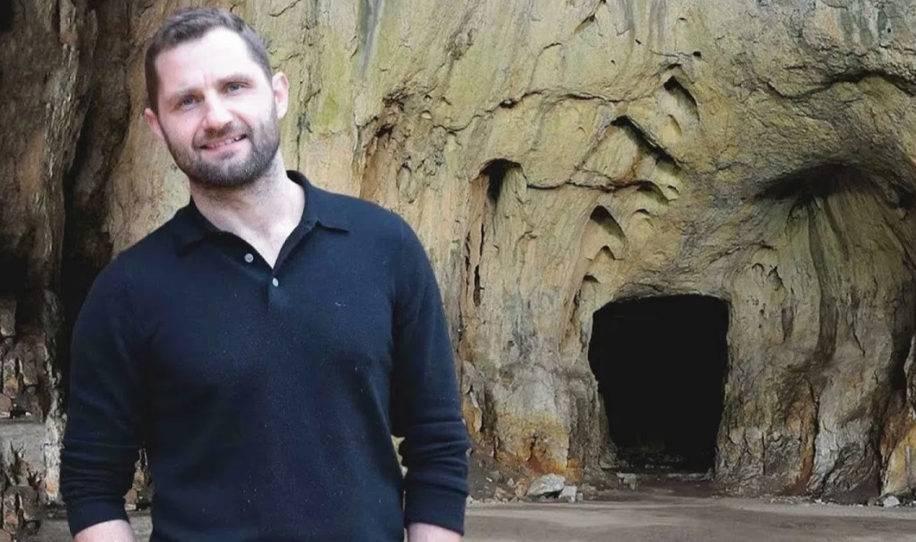 Millonario deja todo sus bienes para vivir en una cueva - al verla por dentro ..