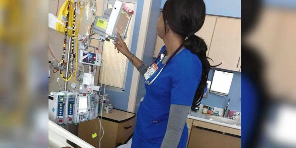 Esta madre observó siempre a la enfermera quien creía que pasaba desapercibi..