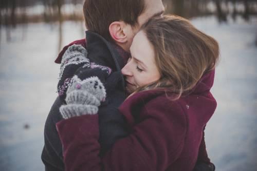 Estudio revela que los hombres solteros huelen más fuerte que los casados