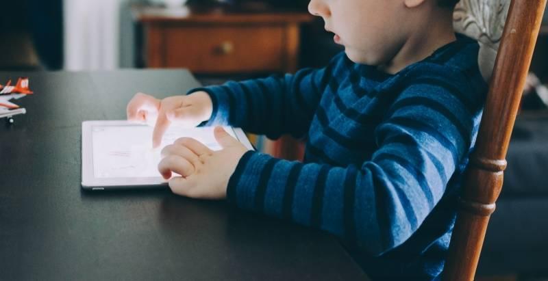 Quería jugar con el iPad de su padre y lo bloqueó por 50 años