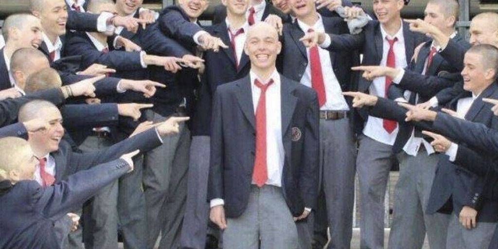 Tiene cáncer y sus compañeros de clase se quitaron el cabello para apoyarlo...
