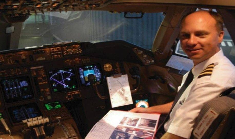 Pilotos reciben una caja de galletas pero cuando leen la nota de la caja, qued..