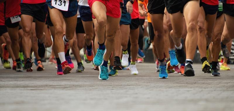 El noble gesto de un atleta en el triatlón de Santander que recorre el mundo