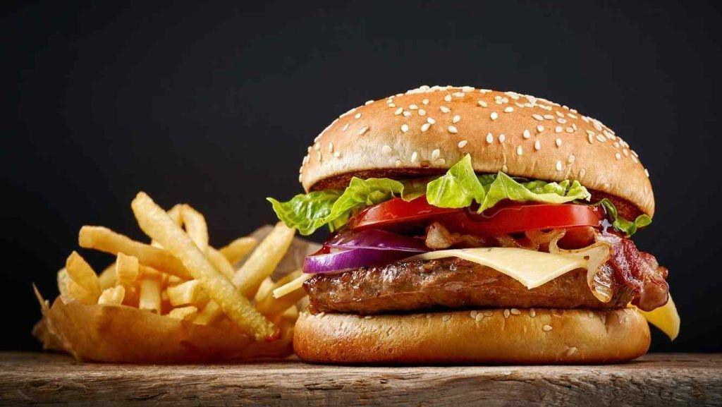 Una mujer guarda una hamburguesa de McDonald's por 24 años, ¡mira el resultado!