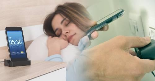 ¿Siempre cargas tu teléfono de noche? Por qué no deberías hacer eso nunca más