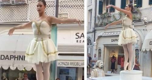 Una función inesperada, pianista y bailarina actúan magistralmente y el vide..
