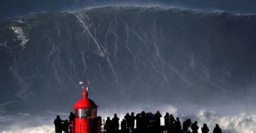 El emocionante momento donde un brasileño bate un record de surf sobre la ola..