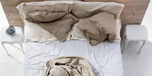 Tender o hacer la cama es malo para tu salud, ¿lo sabías?