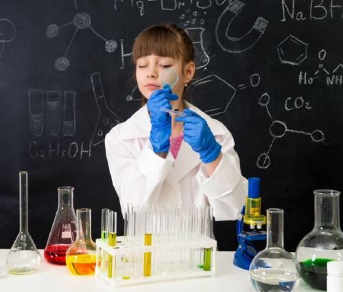 Descubre por qué la falta de confianza en las niñas arruina sus vocaciones científicas