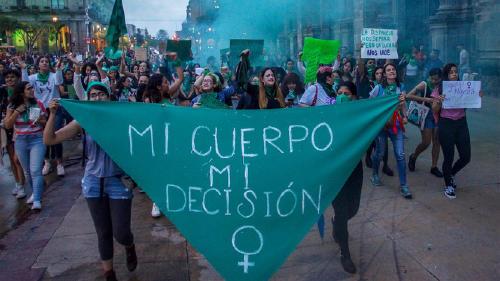 Ante la prohibición, mujeres feministas guían abortos caseros en Sinaloa